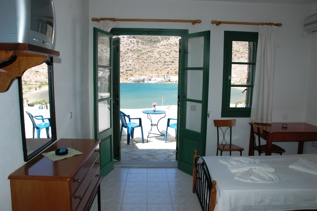 Pictures of tzannis aglaia pension kamares sifnos greece for Balcony thesaurus